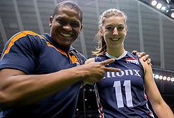 20-05-2016 JAP: OKT Italie - Nederland, Tokio<br /> De Nederlandse volleybalsters hebben een klinkende 3-0 overwinning geboekt op Italië, dat bij het OKT in Japan nog ongeslagen was. Het met veel zelfvertrouwen spelende Oranje zegevierde met 25-21, 25-21 en 25-14 / <br /> Gil en Anne Buijs #11