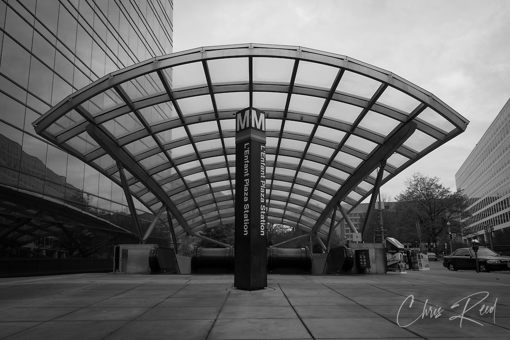 USA, Washington, DC. The Maryland Avenue entrance to the L'Enfant Plaza Metro station.