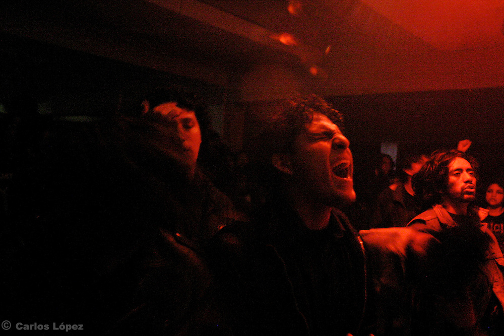 A TEENAGER SCREAM DURING A CONCERT OF DEATH METAL MUSIC
