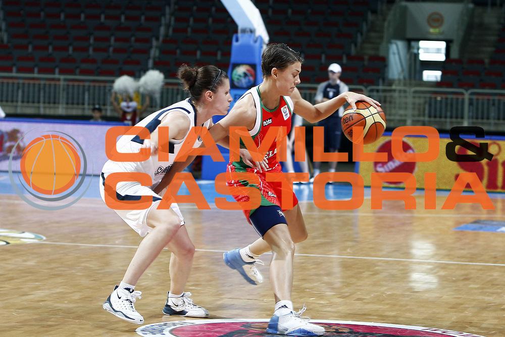 DESCRIZIONE : Riga Latvia Lettonia Eurobasket Women 2009 Quarter Final Slovacchia Bielorussia Slovak Republic Belarus<br /> GIOCATORE : Volha Padabed<br /> SQUADRA : Bielorussia Belarus<br /> EVENTO : Eurobasket Women 2009 Campionati Europei Donne 2009 <br /> GARA : Slovacchia Bielorussia Slovak Republic Belarus<br /> DATA : 17/06/2009 <br /> CATEGORIA : palleggio<br /> SPORT : Pallacanestro <br /> AUTORE : Agenzia Ciamillo-Castoria/E.Castoria<br /> Galleria : Eurobasket Women 2009 <br /> Fotonotizia : Riga Latvia Lettonia Eurobasket Women 2009 Quarter Final Slovacchia Bielorussia Slovak Republic Belarus<br /> Predefinita :