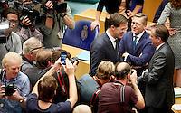 DEN HAAG, 21 september.<br /> Algemene Politieke Beschouwingen, daags na Prinsjesdag. Rutte begroet Pechtold en Buma. Parlementaire pers, journalisten, fotografen eromheen.<br /> FOTO MARTIJN BEEKMAN