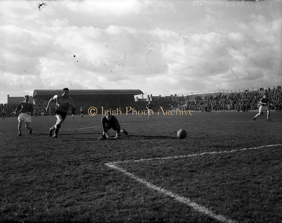 08/03/1958<br /> 03/08/1958<br /> 08 March 1958<br /> Soccer: Evergreen v St Patrick's Athletic at Dalymount Park, Dublin.