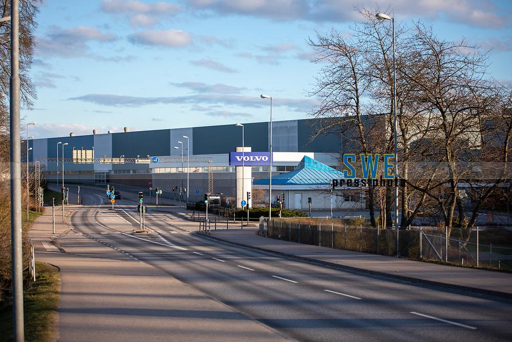 2020-03-20   Olofström, Sverige:  Volvo Cars meddelade under fredagen att man på torsdag nästa vecka kommer att stoppa all sin produktion i Sverige. Produktionsstoppet väntas gälla fram till och med påskhelgen. Detta till följd av Coronavirusets (COVIID-19) spridning i världen. På bilden syns Volvos fabrik i Olofström där ca 2000 personer idag jobbar. <br /> <br /> (Foto av: Simon Nilsson   Swe Press Photo)<br /> <br /> Nyckelord: Blekinge, Corona, Olofström, Sverige, Volvo