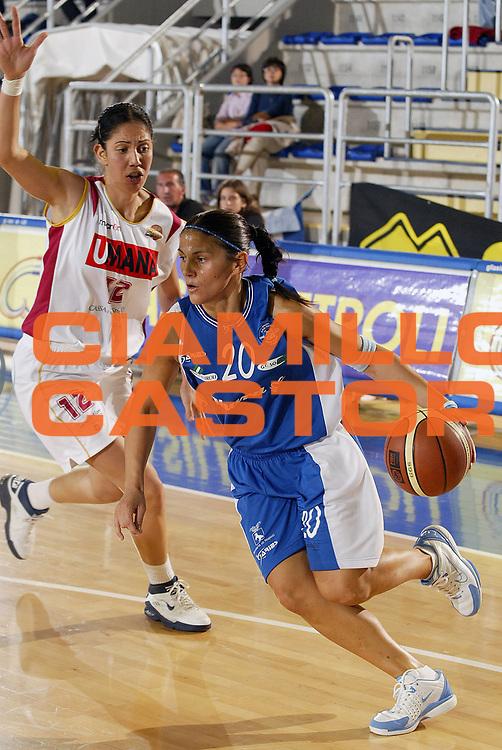 DESCRIZIONE : Taranto Lega A1 Femminile 2005-06 Phard Napoli Umana Reier Venezia <br /> GIOCATORE : Gentile <br /> SQUADRA : Phard Napoli <br /> EVENTO : Campionato Lega A1 Femminile  2005-2006 <br /> GARA : Phard Napoli Umana Reier Venezia <br /> DATA : 02/10/2005 <br /> CATEGORIA : <br /> SPORT : Pallacanestro <br /> AUTORE : Agenzia Ciamillo-Castoria