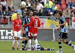 22-10-2006 VOETBAL: UTRECHT - DEN HAAG: UTRECHT<br /> FC Utrecht wint in eigenhuis met 2-0 van FC Den Haag /  Pascal Bosschaart en een opstootje met Marc Antoine Fortune<br /> ©2006-WWW.FOTOHOOGENDOORN.NL
