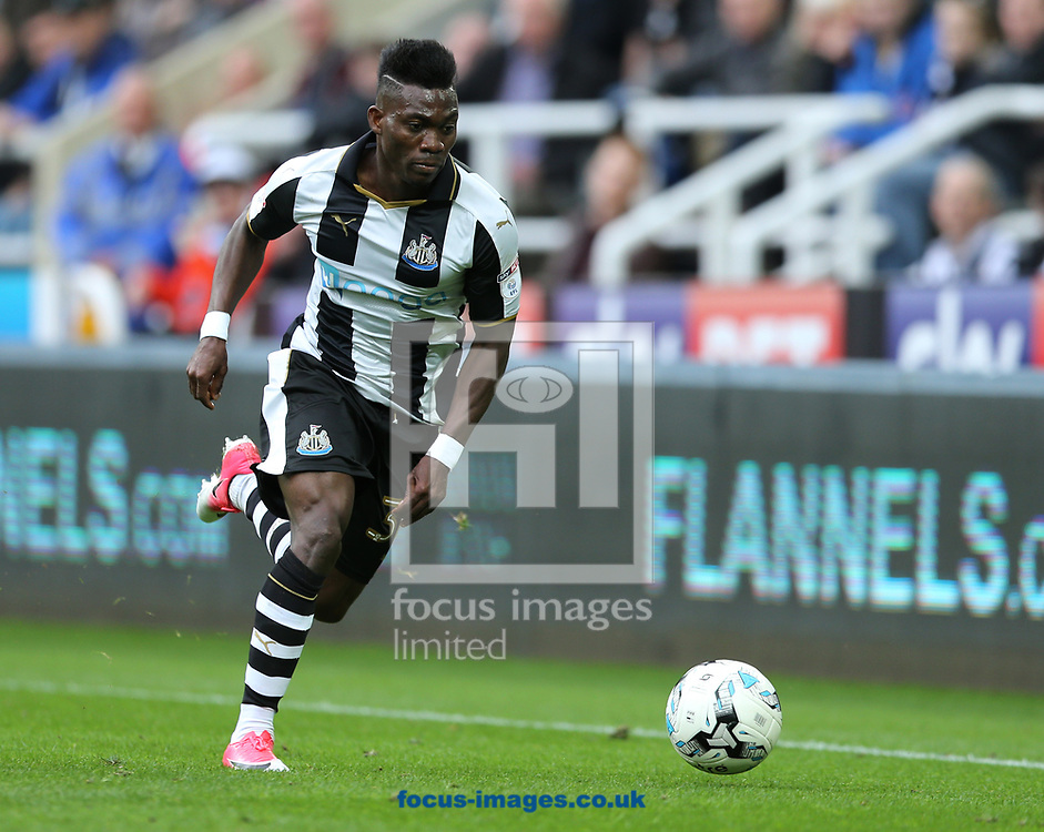 Christian Atsu of Newcastle United during the Sky Bet Championship match at St. James's Park, Newcastle<br /> Picture by Simon Moore/Focus Images Ltd 07807 671782<br /> 01/04/2017