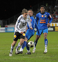 Fotball, Tippeligaen, Rosenborg ( RBK ) - Lyn,<br /> Jo Sondre Aas felles av Indridi Sigurdsson og får straffe,<br /> Foto: Carl-Erik Eriksson, Digitalsport