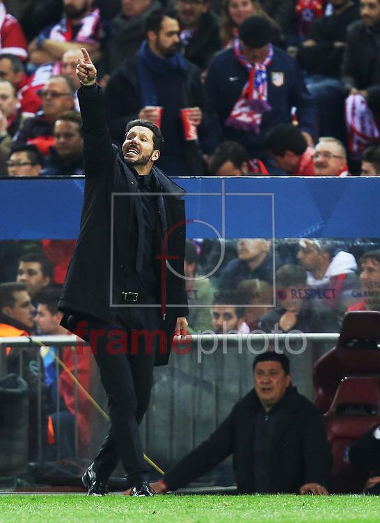 *BRAZIL ONLY* ATENÇÃO EDITOR, FOTO EMBARGADA PARA VEÍCULOS INTERNACIONAIS * Diego Simeone, técnido do Atlético de Madrid, durante partida entre Atlético de Madrid e Barcelona, válida pela Liga dos Campeoes da UEFA. O jogo foi disputado no estádio Vicente Calderon, em Madri, na quarta-feira (14). Foto: DPPI/FramePhoto