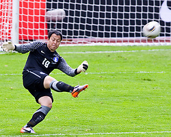 30.05.2010, Kufstein Arena, Kufstein, AUT, FIFA Worldcup Vorbereitung, Testspiel Sued Korea (KOR) vs Weissrussland (BLR), im Bild Lee Woon-jae (KOR Keeper #18). EXPA Pictures © 2010, PhotoCredit: EXPA/ J. Groder / SPORTIDA PHOTO AGENCY