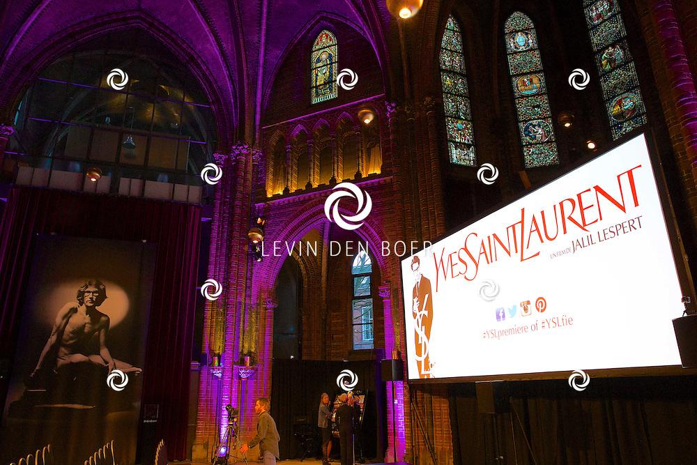AMSTERDAM - In de Vondelkerk is de filmpremiere van 'Yves Saint Laurent' gehouden. Met op de rode loper  de ambiance van deze premiere. FOTO LEVIN DEN BOER - PERSFOTO.NU