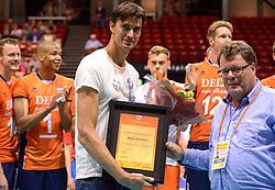 20150620 NED: World League Nederland - Portugal, Groningen<br /> De Nederlandse volleyballers hebben in de World League het vierde duel met Portugal verloren. Na twee uitzeges en de 3-0 winst van vrijdag boog de ploeg van bondscoach Gido Vermeulen zaterdag in Groningen met 3-2 voor de Portugezen: (25-15, 21-25, 23-25, 25-21, 11-15) / Wytze Kooistra neemt afscheid van het Nederlands team