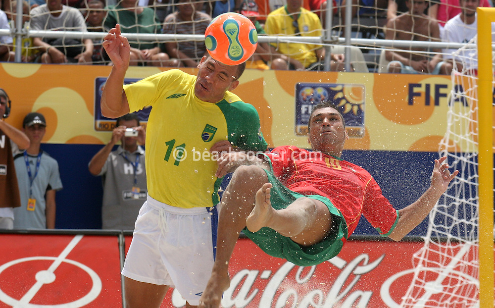 Footbal-FIFA Beach Soccer World Cup 2006 -  Semi Final- BRA xPOR -Buru and Belchior  -Rio de Janeiro- Brazil - 11/11/2006.<br />Mandatory Credit: FIFA/Ricardo Ayres