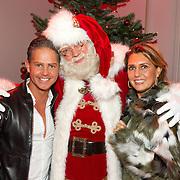 NLD/Hilversum/20151207- Sky Radio's Christmas Tree for Charity, Danny de Munk en partner Jenny met de kerstman