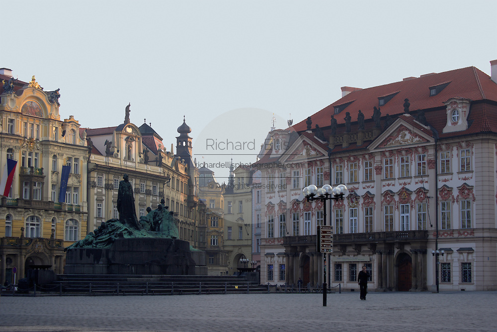 The Kinsky Palace and Jan Hus Monument in Old Town Square, Prague, Czech Republic. The Rococo style palace first built in 1755 by Jan Arnost Goltz and later owned by the Kinsky family and is now the National Gallery.