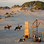 Nederland - Terschelling - 09-06-2005<br />Oerol festival.<br />Locatie strand van Oosterend.<br />Convoi Exceptionnel met de voorstelling ' Western'<br /><br />Foto: Sake Elzinga