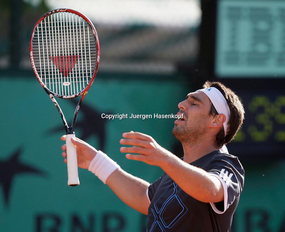 French Open 2009, Roland Garros, Paris, Frankreich,Sport, Tennis, ITF Grand Slam Tournament,  <br /> Marcos Baghdatis (CYP) ist veraergert,enttaeuscht,Frust,Emotion,.<br /> <br /> Foto: Juergen Hasenkopf