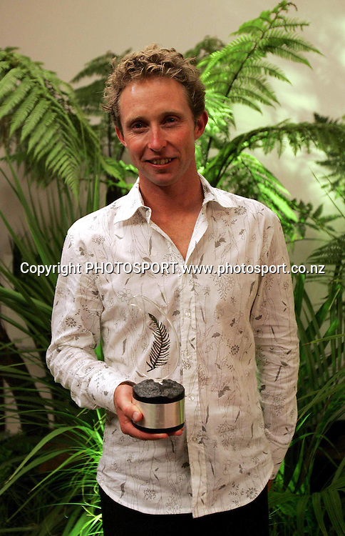 Hamish Carter shows off his Sportsman of the Year award at the Freedom Air Peoples Choice Sports Awards at the Hyatt Regency Auckland, on Thursday November 9, 2004.<br />PHOTO: Hannah Johnston/ PHOTOSPORT