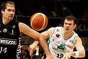 DESCRIZIONE : Bologna Final Eight 2009 Finale Montepaschi Siena La Fortezza Virtus Bologna<br /> GIOCATORE : Roberto Chiacig Ksistof Lavrinovic<br /> SQUADRA : La Fortezza Virtus Bologna Montepaschi Siena<br /> EVENTO : Tim Cup Basket Coppa Italia Final Eight 2009 <br /> GARA : Montepaschi Siena La Fortezza Virtus Bologna<br /> DATA : 22/02/2009 <br /> CATEGORIA : rimbalzo difesa curiosita<br /> SPORT : Pallacanestro <br /> AUTORE : Agenzia Ciamillo-Castoria/P.Lazzeroni<br /> Galleria : Final Eight 2009<br /> Fotonotizia : Bologna Final Eight 2009 Finale Montepaschi Siena La Fortezza Virtus Bologna<br /> Predefinita :