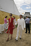 Maria Grachvogel and Mike Simcock, Veuve Clicquot Gold Cup 2006. Final day. 23 July 2006. ONE TIME USE ONLY - DO NOT ARCHIVE  © Copyright Photograph by Dafydd Jones 66 Stockwell Park Rd. London SW9 0DA Tel 020 7733 0108 www.dafjones.com