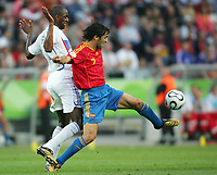 v.l. Patrick Vieira, Raul Spanien<br /> Fussball WM 2006 Achtelfinale Spanien - Frankreich<br /> Spania - Frankrike<br /> Norway only