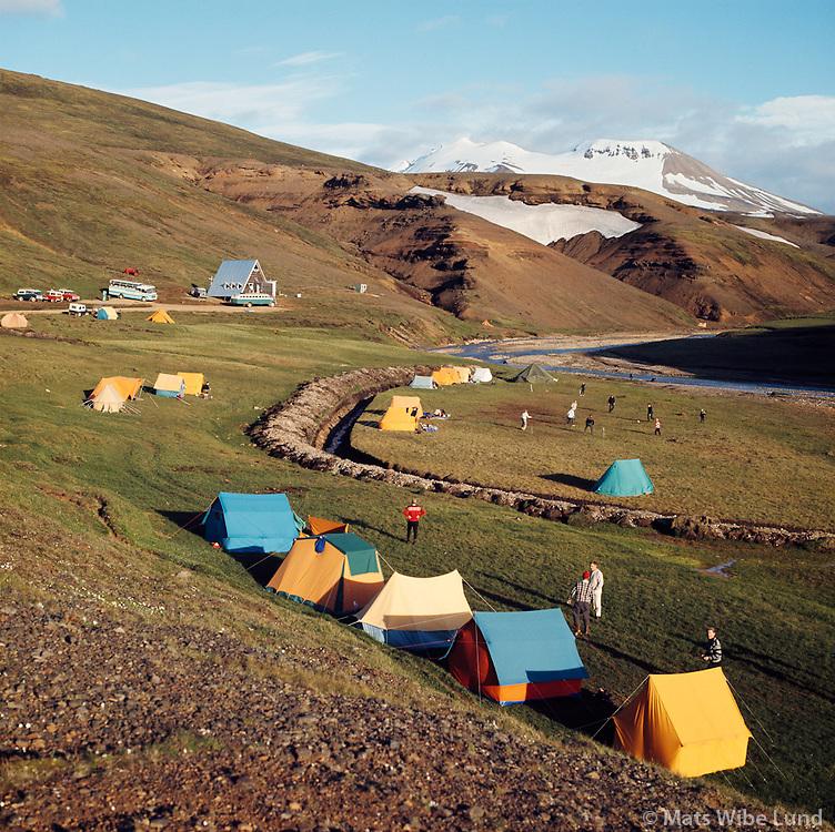 Tjaldsv&aelig;&eth;i og Ski&eth;ask&aacute;linn &iacute; Kerlingarfj&ouml;llum, 1967<br /> <br /> Campsite and ski lodge in the Kerlingarfj&ouml;ll mountains, 1967