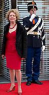 HAARLEM - Brigitte Kaandorp komt aan voor het Koningsdagconcert in de Philharmonie. Tijdens het concert zal onder andere jazztrompetist Eric Vloeimans optreden. COPYRIGHT ROBIN UTRECHT