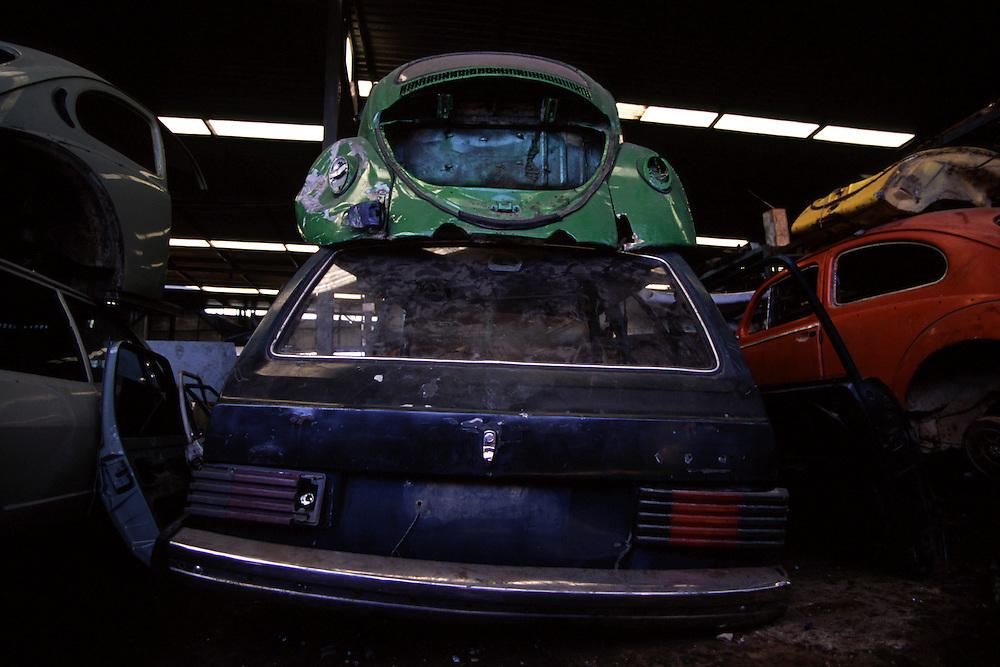 Belo Horizonte_MG, Brasil...Carros em um ferro velho em Belo Horizonte...Cars in the junkyard in Belo Horizonte...Foto: LEO DRUMOND / NITRO