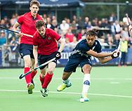 AMSTELVEEN - Marlon Landbrug (Pinoke) met links Daan 't Gilde (Nijmegen)    Play Outs Hockey hoofdklasse. Pinoke-Nijmegen (1-1) . Pinoke wint de shoot outs en blijft in de hoofdklasse. COPYRIGHT KOEN SUYK