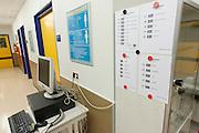De scanner met enkele barcodes die gebruikt worden om patiënten binnen het calamiteitenhospitaal te volgen. Bij het calamiteitenhospitaal in Utrecht worden slachtoffers van grote rampen als eerste behandeld. Afhankelijk van de ernst van de verwonding, wordt het slachtoffer ingedeeld in rood, geel of groen. Het hospitaal is uniek in Europa en is gevestigd in de voormalige atoombunker onder het UMC Utrecht.<br /> <br /> Barcodes to follow the patients at the trauma and emergency hospital.  At the basement of the UMC Utrecht a special hospital for emergency and major incidents is based. Patients are being labelled by number and depending on the injuries they will be transported to the zone red, yellow or green.