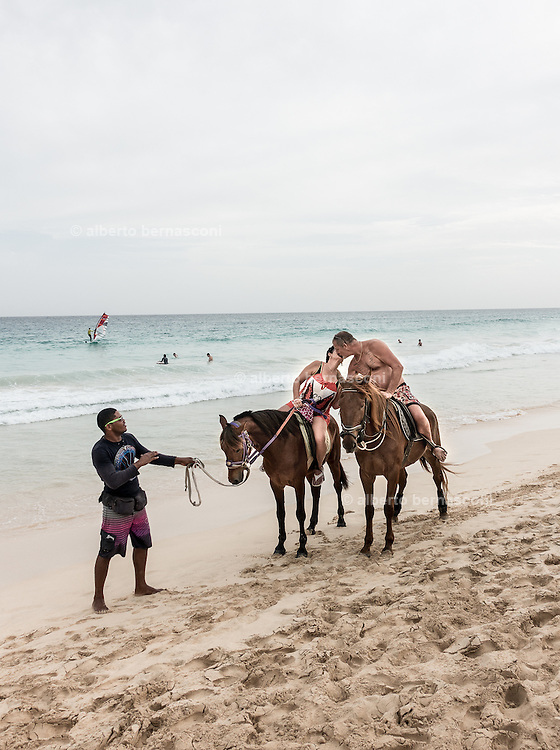 Cabo Verde, Sal, lovers on the beach