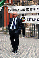 "Roma 6 Settembre 2007  .Manifestazione  del partito  ""La Destra""  contro l'apertura di una Moschea al quartiere  Esquilino  .Teodoro Buontempo Presidente del partito ""La Destra"" .Sul manifesto dietro è scritto ""No  Chiese?...No Moschee!.Rome September 6 th 2007  .Demonstration of the party ""La Destra"" against the opening of a Mosque to the district Esquilino  .Teodoro Buontempo President of the party ""La Destra"".On the Banner  ""No Church?... No Mosques!"