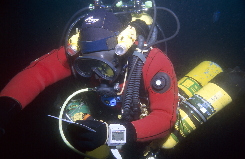 A diver is decompressing after a 20 minutes long dive at 80 metres on the wreck of D/S Lysefjord 1. Location: Norway