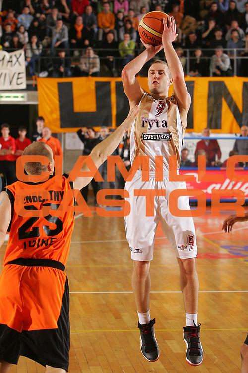 DESCRIZIONE : Udine Uleb Cup 2006-07 Snaidero Udine Lietuvos Rytas Vilnius <br /> GIOCATORE : Delininkaitis <br /> SQUADRA : Lietuvos Rytas <br /> EVENTO : Uleb 2006-2007 <br /> GARA : Snaidero Udine Lietuvos Rytas <br /> DATA : 30/01/2007 <br /> CATEGORIA : Tiro <br /> SPORT : Pallacanestro <br /> AUTORE : Agenzia Ciamillo-Castoria/S.Silvestri
