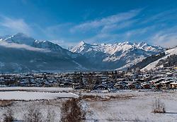 THEMENBILD - Schüttdorf und der Kitzsteinhorn Gletscher, aufgenommen am 5. Feber 2018 in Zell am See - Kaprun, Österreich // Schüttdorf and the Kitzsteinhorn glacier, Zell am See - Kaprun, Austria on 2018/02/05. EXPA Pictures © 2018, PhotoCredit: EXPA/ JFK