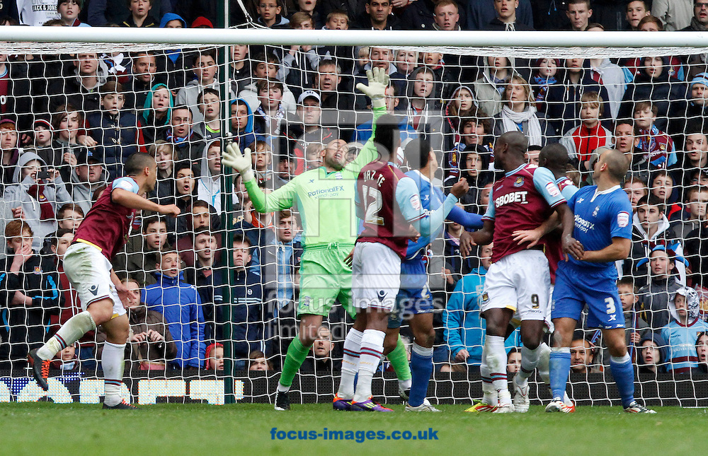 Picture by Daniel Chesterton/Focus Images Ltd. 07966 018899.09/04/12.Ricardo Vaz Te of West Ham scores his side's first goal during the Npower Championship match at the Boleyn Ground stadium, London.