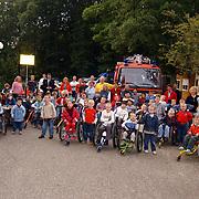 Open dag hulpdiensten Mythielschool de Trappenberg Huizen, politie, politiemotor, kinderen, gehandicapten, brandweer, groepsfoto