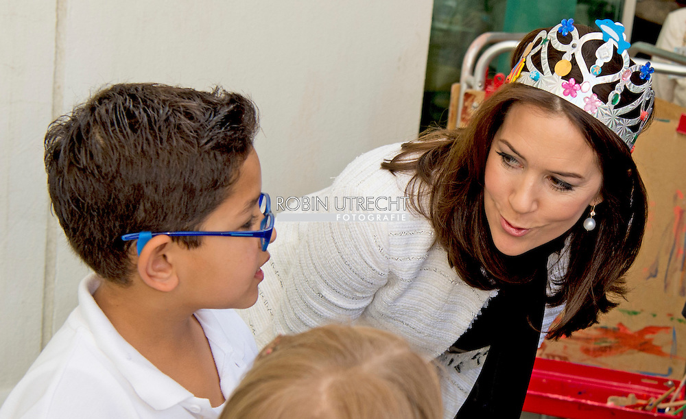 3-3- 2016  DOHA QATAR - Crownprincess Mary Visit the Qatar Academy Hereafter, the Crown Princess will meet two different classes.  Crownprincess Mary and Crownprince Frederik during a 2 day business visit to Qatar . COPYRIGHT ROBIN UTRECHT<br /> Kroonprinses Mary en kroonprins Fredrik uit denemarken tijdens een twee daags handelsmissie bezoek aan qatar