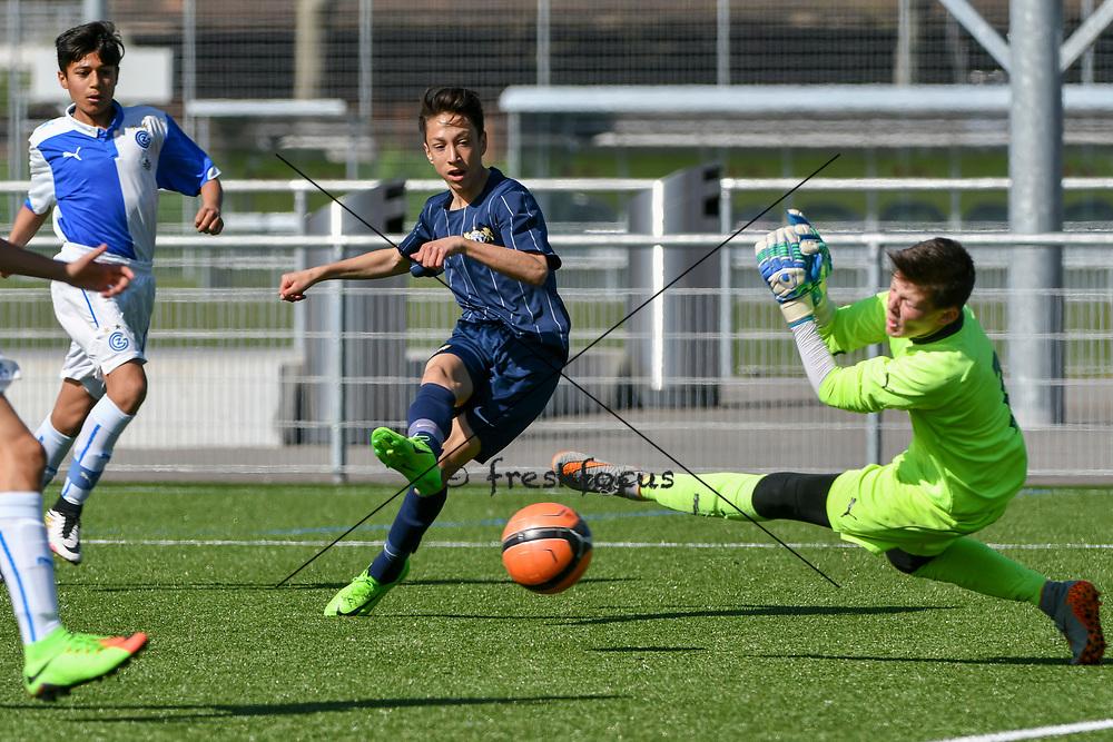 08.04.17; Zuerich; Fussball FCZ Academy - Grasshopper Club - Zuerich FE14 Oberland; <br /> Membrino Nunez Alessandro (Zuerich) Chieffo Giuliano (GC) <br /> (Andy Mueller/freshfocus)