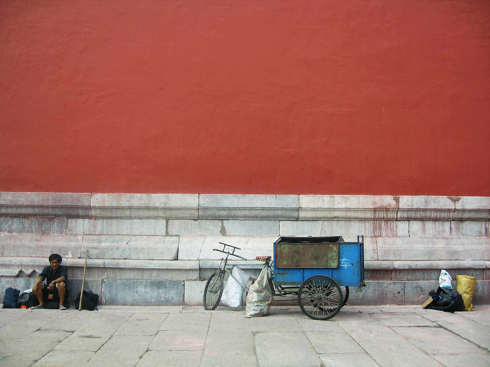 Street photography from China, 2005-08.      Forbidden City, 2005.  © Candice Kwan