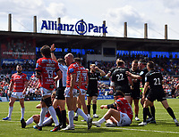 Rugby Union - 2018 / 2019 Gallagher Premiership - Play-Off Semi-Final: Saracens vs. Gloucester<br /> <br /> Saracens' Nick Tompkins congratulated as he scores his third and their sixth try, at Allianz Park.<br /> <br /> COLORSPORT/ASHLEY WESTERN