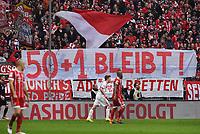 Fussball  1.Bundesliga   Saison 17/18 50+1 bleibt bestehen, Profiklubs gegen Regelaenderung: Die Vertreter der Klubs der Bundesliga und 2. Liga haben bei ihrer Mitgliederversammlung in Frankfurt beschlossen, die 50+1-Regel bleibt bestehen! Am 24. Spieltag forderten die FC Bayern Fans beim FC Bayern Muenchen -  Hamburger SV am   10.03.2018 in der Suedkurver der Alllianz Arena per Plakat 50 + 1 bleibt!