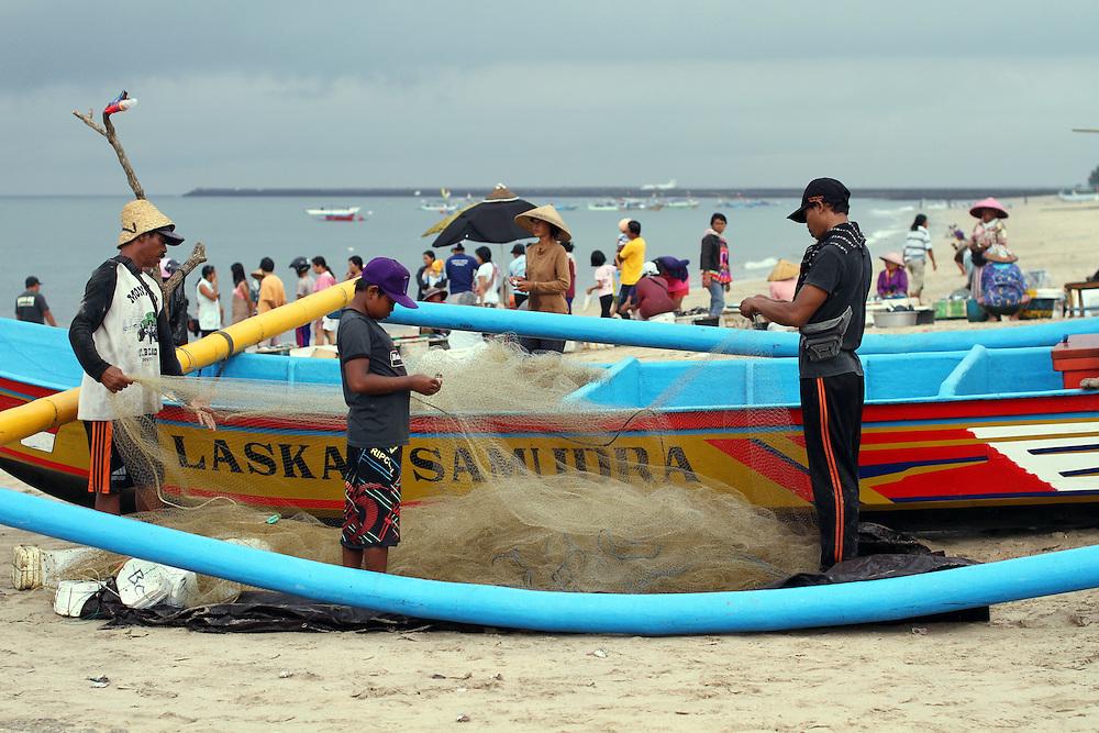 Fishermen and fishing boats at Jimbaran Bay, Bali, Indonesia, Friday November 11, 2011. Credit; SNPA / Peter Graney.