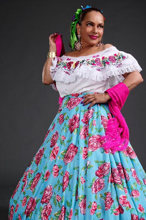 Mexican girl traditional dress, hand made<br /> Mujer en Vestido Mexicano, hecho a mano