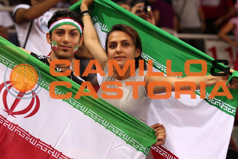 DESCRIZIONE : Istanbul Turchia Turkey Men World Championship 2010 Campionati Mondiali Tunisia Iran<br /> GIOCATORE : Supporters Iran Tifosi Iran<br /> SQUADRA : Iran<br /> EVENTO : Istanbul Turchia Turkey Men World Championship 2010 Campionato Mondiale 2010<br /> GARA : Tunisia Iran<br /> DATA : 30/08/2010<br /> CATEGORIA : tifosi supporters<br /> SPORT : Pallacanestro <br /> AUTORE : Agenzia Ciamillo-Castoria/ElioCastoria<br /> Galleria : Turkey World Championship 2010<br /> Fotonotizia : Istanbul Turchia Turkey Men World Championship 2010 Campionati Mondiali Tunisia Iran<br /> Predefinita :