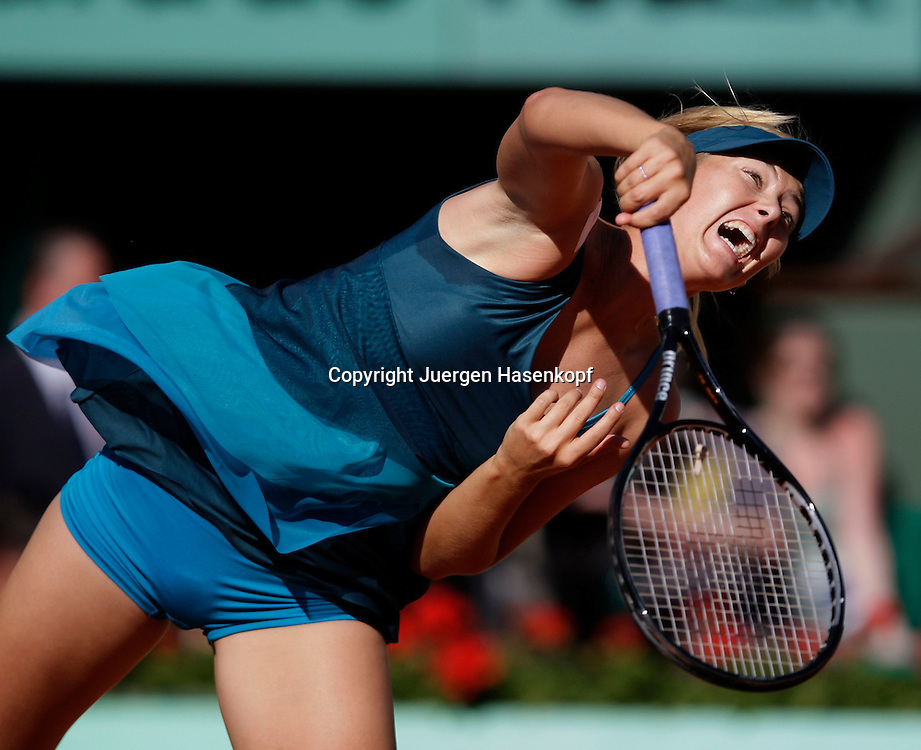 French Open 2009, Roland Garros, Paris, Frankreich,Sport, Tennis, ITF Grand Slam Tournament,<br /> Maria Sharapova (RUS) schlaegt auf,Aufschlag,Service,action,<br /> <br /> <br /> Foto: Juergen Hasenkopf