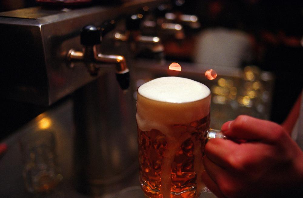 Ein frisch gezapftes, tschechisches Bier. Aufgenommen in der Prager Szenekneipe &quot;Zum ausgeschossenen Auge&quot; (U vystrelenyho Oka) im Stadtteil Zizkov/Prag 3. <br /> <br /> A fresh draught Czech beer. Photographed in the Prague pub &quot;To the shoot out eye&quot; (U vystrelenyho Oka) in the quarter Zizkov/Prague 3.