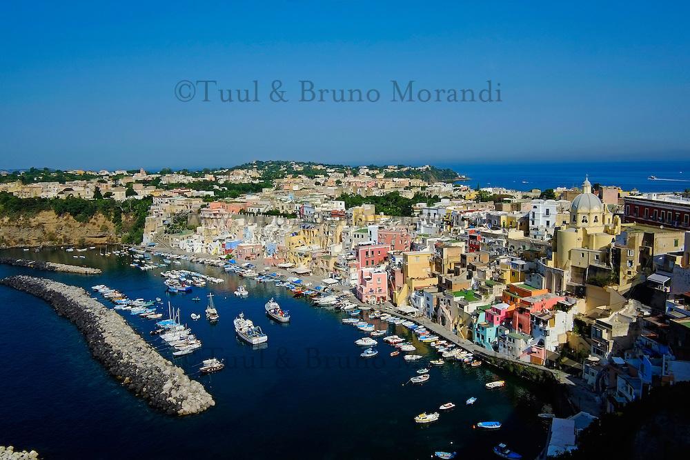 Italie, Campanie, baie de Naples, île de Procida, petit port de pêche de Corricella // Italy, Campania, Bay of Naples, Procida island, Corricella port