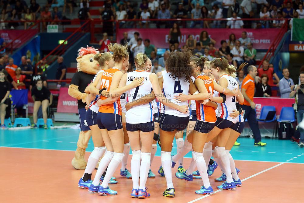 18-06-2016 ITA: World Grand Prix Italie - Nederland, Bari<br /> Nederland wint opnieuw van Italie, het ging moeizaam maar de 3-1 winst was genoeg / Vreugde bij Nederland<br /> <br /> ***NETHERLANDS ONLY***