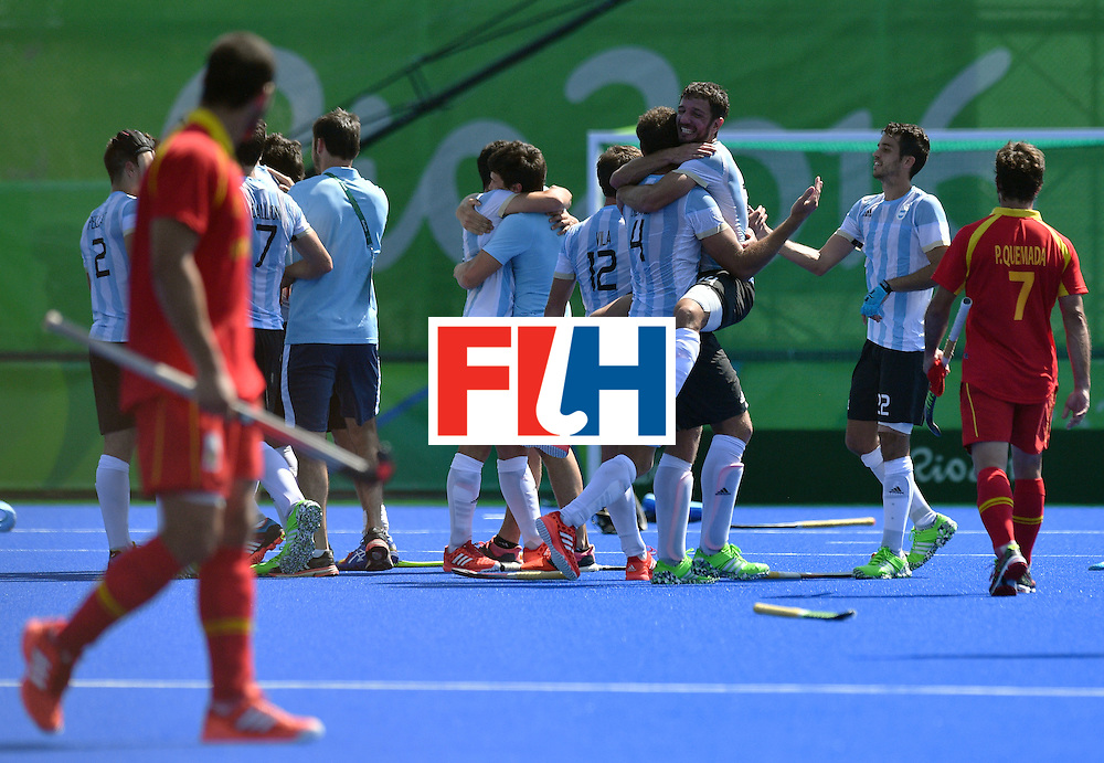 Argentina's players celebrate at the end of the men's quarterfinal field hockey Spain vs Argentina match of the Rio 2016 Olympics Games at the Olympic Hockey Centre in Rio de Janeiro on August 14, 2016. / AFP / Carl DE SOUZA        (Photo credit should read CARL DE SOUZA/AFP/Getty Images)