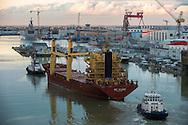Saint Nazaire, 25/10/2014: nave entra nel porto - ship entering in the harbour.<br /> &copy; Andrea Sabbadini